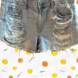 American Eagle distressed hi rise shortie
